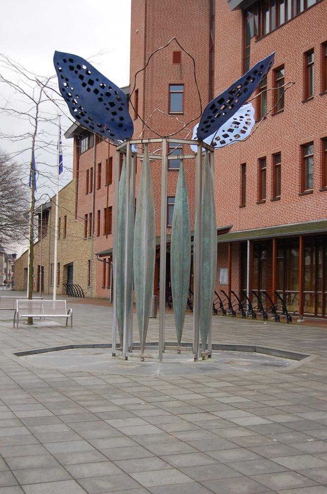 Buitenbeeld Fluisterboom Reusel messing roestvrijstaal en graniet 2005 02